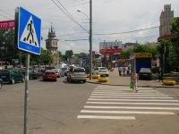 В Красноярске неизвестный напал на мать с ребенком