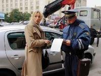 За неоплату парковки в центре Москвы ежедневно штрафуют около 300 водителей и эвакуируют порядка 40 машин