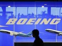 В аэропорту Норильска пассажирский трап врезался в самолет, ведется проверк