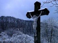 Женщина засудила бюро ритуальных услуг за перекошенные памятники