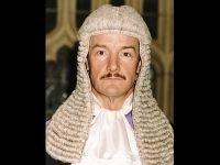 Британский судья Тимоти Понтиус считает, что фильмы о суде создают превратное представление о работе юристов