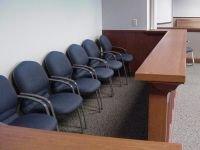 КС предписал законодателю дать женщинам право на суд присяжных