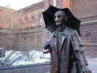 Красноярские полицейские вернули зонтик художнику