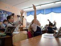 """Директор сельской школы оказалась под следствием за прием на работу """"мертво"""