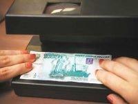 """В Ачинске осудили мошенницу, выдававшую купюры """"Банка приколов"""""""