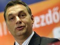 Десятки тысяч венгров вышли на улицы Будапешта с протестами против новой конституции страны