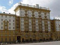 Американское посольство в Москве приостановило выдачу виз
