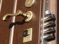 Собственник квартиры заменил некачественную входную дверь с помощью суда