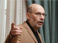 СКР возбудил дело по хищению средств на мероприятиях с участием Дмитрия Быкова и Бориса Акунина