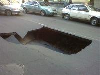 Выбоина обойдется дорожникам в 300 тыс. руб.