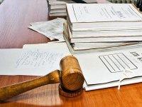Ответчицу судят за нападение на адвоката истца после судебного заседания