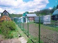 Хозяевам дачи пришлось сносить забор соседки через суд и приставов