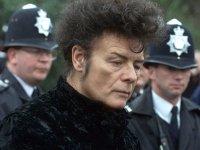 Британского рок-певца Гари Глиттера арестовали по подозрению в сексуальных преступлениях