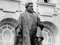 8 памятников выдающимся юристам — фото 5