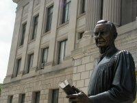 8 памятников выдающимся юристам — фото 6