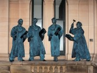 8 памятников выдающимся юристам — фото 10