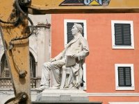 8 памятников выдающимся юристам — фото 9