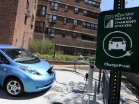 Автозаправки обяжут заряжать электромобили
