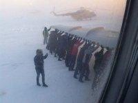 Прокуратура заинтересовалась инцидентом с толкающими самолет пассажирами