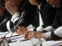 ВС не вернул мантию судье, обвиняемой внападении насобственного помощника