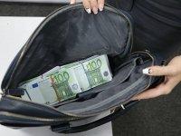 В рублях или в евро: ВС решит судьбу поручителя по валютному кредиту