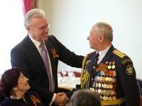 Члены КРО АЮР поздравили ветеранов с годовщиной Дня победы