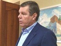 Суд арестовал имущество барда Новикова