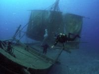 Прокуратура обязала поднять затонувшее в Енисее судно