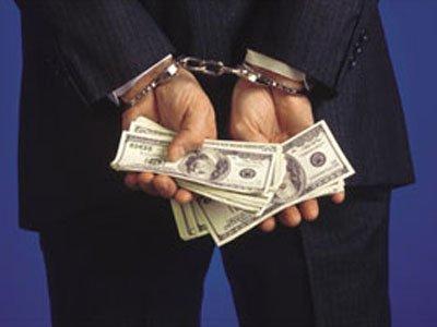 Мосгорсуд добавил срок двум сотрудникам ОБЭП ЦАО за вымогательство $150000 у банкира