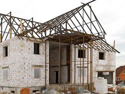 Клиент отсудил у строителя полмиллиона за не доделанный к зиме дом