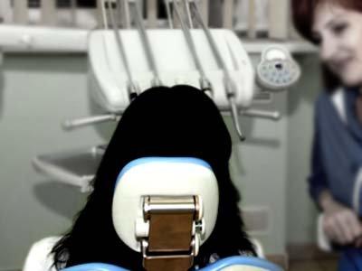 Лжедантист за 15 000 руб. вырвал пациентке 13 зубов и стал фигурантом уголовного дела