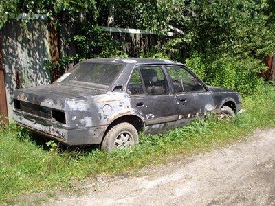 Планируется двойное исчезновение автомобилей: личных - с городских газонов, безхозных - из черты города