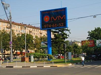 Медведев утвердил ГОСТ для рекламы надорогах, которому не соответствует 90% конструкций встолице