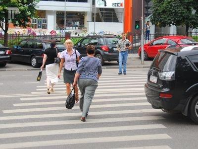 За оскорбление пешехода, снятое камерой Сбербанка, водителя оштрафовали на 1500 руб.