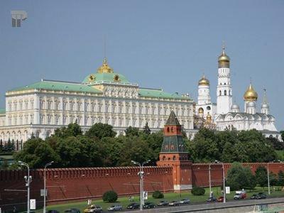 Недавнее решение Тверского суда Москвы о неподсудности чиновников Кремля могло остаться лишь анекдотом, если бы такую же позицию не занял Мосгорсуд