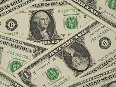 Доллар упал ниже 80 руб. на фоне подорожания нефти