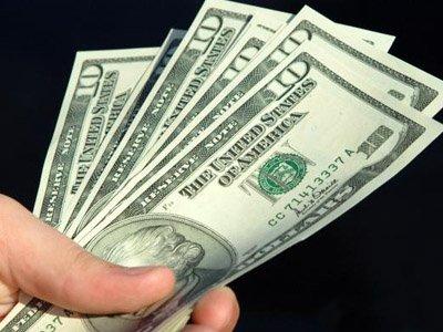 Доллар побил двухнедельный минимум в 76 руб.
