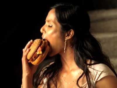Госдуме предлагают ввести ограничения на рекламу жирной и соленой пищи