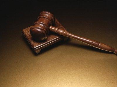 Председателя и судью третейского суда судят за 24 решения по неподсудным им делам