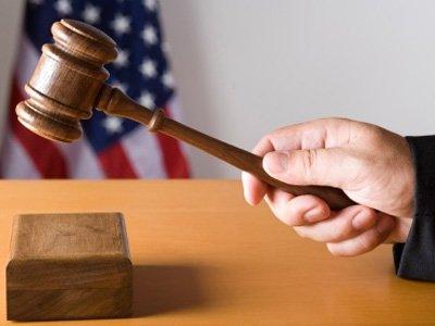 Нью-йоркскому суду придется пересмотреть не менее десятка дел из-за вечно пьяного стенографа