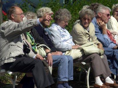 Власти разрешили создавать приемные семьи для стариков
