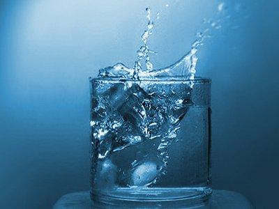 По поводу налога с работников за выпитую воду из кулеров Минфин отсылает к НК