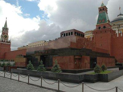 Устанавливаются мотивы попытки суицида гражданки Украины у мавзолея Ленина