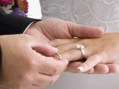 Суд запретил ЗАГСу регистрировать брак пенсионера, чья дочь добивается признания его недееспособным