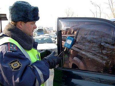 В ГД поддержали поправки в КоАП о лишении водителей прав за повторную тонировку машины