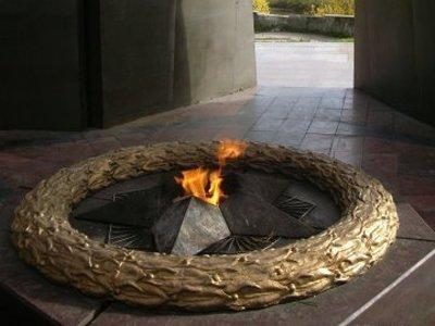 Осужден молодой человек, собиравший монеты, брошенные в Вечный огонь