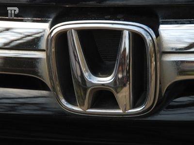 """Владелица Honda Accord отсудила компенсацию у """"фонарщиков"""", исцарапавших припаркованную машину"""