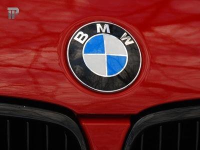 Водитель BMW, в котором из-за ям на дорогах сработали подушки безопасности, отсудил 60000 руб.