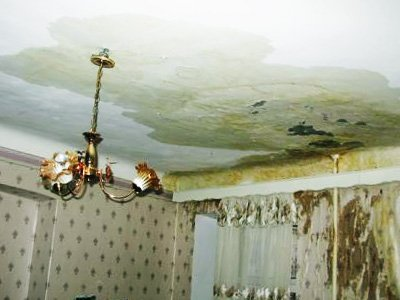 Владельцы квартиры, которую залил сосед сверху, отсудили почти 100000 руб.