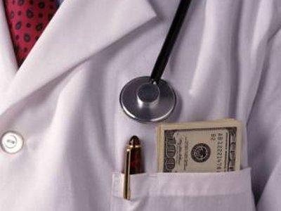 Главный врач, задержанный сотрудниками ФСБ за получение взятки в 210 000 руб., оштрафован на 14,7 млн руб.
